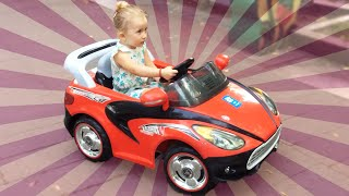 Zabava za decu! Vozimo veliki sportski auto na baterije - Carros de juguete en la batería para niños
