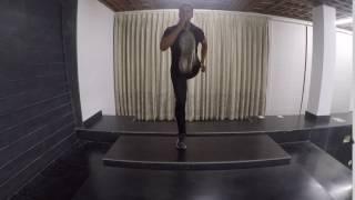 Vicky Freestyle Workout: Moving leg raises