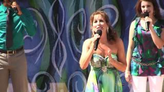 Voice of Ariel, Jodi Benson, sings