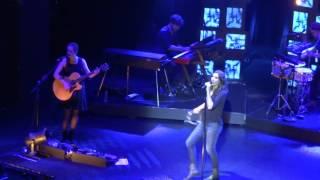 Zazie - live aux Folies Bergère (Paris) - Fin de Oui filles au tambourin 01 04 16