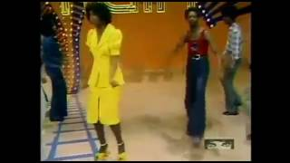 Soul Train Line Dance to Jungle Boogie 1973