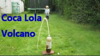Harry-Bo makes a Volcano out of Coca Lola !