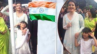 Aishwarya Rai And Aaradhya Bachchan Gets Emotional, Indian Flag Hoisting at Melbourne