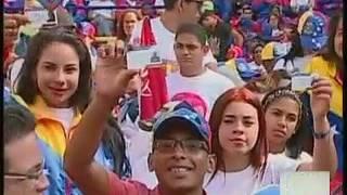 Maduro suplica apoyo de la juventud regalando 50 mil becas