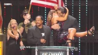 Mickie James kisses The Great Khali
