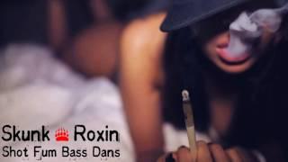 Skunk Roxin shat fum bass dans