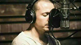 Chester bennington recording vocals in the studio (chester grabando voces en el estudio)