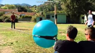 Jackass 3, Exercise Ball Slingshot