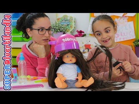 Peluqueria infantil SUPERDivertilandia! Andrea y Raquel peinando Nenucos!