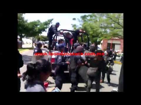 Cholos detenidos en Plaza del Valle