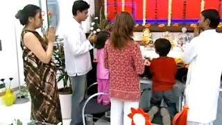 Shahrukh khan rare video Inside Mannat, with wife Gauri khan & Daughter Suhana khan
