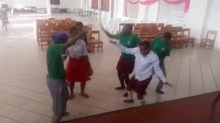Wanafunzi wa sekondari wakifanya yao