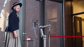 Robot hjælper H.M. Dronning Margrethe