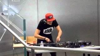 Boys Noize - Jeffer (Para One Remix) / Waves @ Japan (Apple Store Shibuya) 2009.11.16