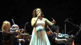 Noa performs Rosina