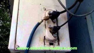 How to refill air-condition refrigerant R22.wmv
