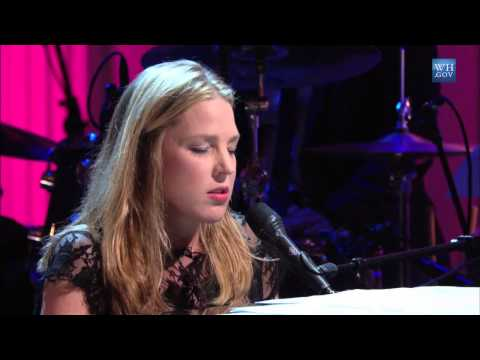 "Download Diana Krall performs ""The Look of Love"" 