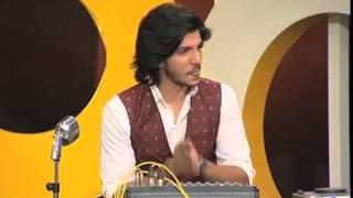 Hamza Ali Abbasi Sings Punjabi Song In Mazak Raat