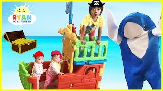PIRATE SHIP BUILDING Family Fun Playtime with bad daddy Shark and Surprise Treasure Chest Toy Hunt