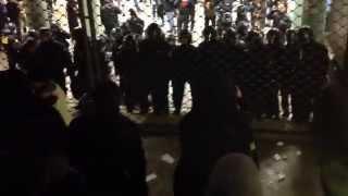 Cops sprühen wild Pfefferspray an Hauptwache Gitter #nofragida 23.2.