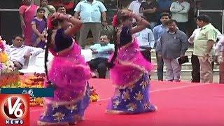 Girls Dances For V6 Bathukamma Song At Telangana Bhavan In Delhi | V6 News