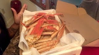 Seafood Mukbang- Snow Crab Legs [Smacking Noises, Messy Eating, Mommy & Daughter Eating Show]