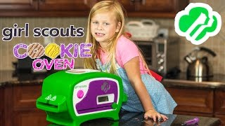 GIRL SCOUT COOKIE OVEN The Assistant Makes Girl Scout Cookies Toys Video Unboxing