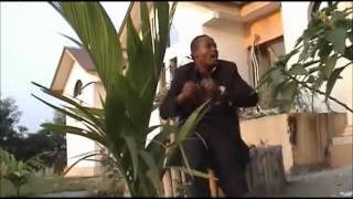 Fr. Ariel Mbuyamba interprète TSHILOBO