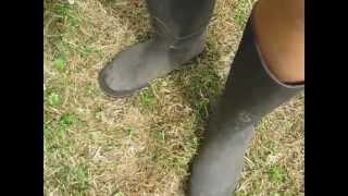 schwitzige nylon Füße in Stiefeln, pantyhose, feet, legs, stockings, barefoot
