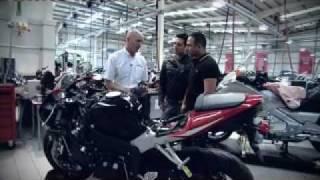 هوندا تطلق أول دراجة نارية بوسائد هوائية في العالم/ 4 تك