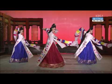 Taepyeongmu(태평무) Dance of the Kim Sunyoung artistic lineage