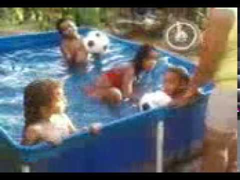 Tamar na piscina.mp4
