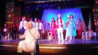 الفنان / جلال الهجرسي . مشهد من مسرحية العسل عسل