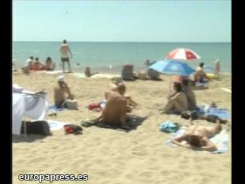 Nudistas reivindicar ir desnudos a la playa