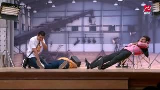 نجوم #مسرح_مصر يقدمون مشهد بالتصوير البطئ على خشبة المسرح .. ورد فعل كوميدي من علي ربيع
