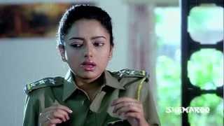 Soundarya scaring the police officer - Mayadari Mosagadu Comedy Scenes