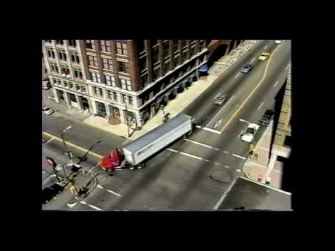 Truck Drivers Safety tips for making right turns