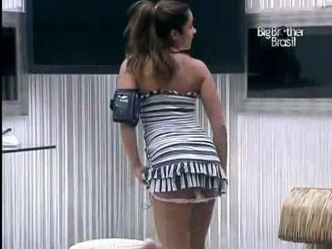 Maria tirando á calcinha no BBB11 26 02 2011