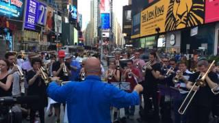 Nissa la bella et la Marseillaise jouées à Times Square en hommage à Nice