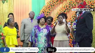 """Mama akishuhudia juu ya mwanae  katika kanisa la Mlima wa Moto Mikocheni """"B"""". Tumsikie sasa"""