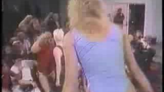 GLOW - Ninotchka vs Debbie Debutante