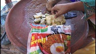 Indonesia Madura Street Food 3107 Part.1 Rujak Mie Jalan Panglegur IAIN Pamekasan YDXJ0352