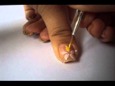 como realizar una flor en tus uñas