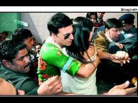 Akshay Kumar Saves Katrina Kaif From a Mob