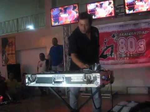 DJ TEQUILA EN FRATERNIDAD80 FIESTA RETRO