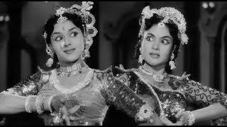 Padmini vs Vyjayanthimala dance competition -Raj Tilak 1958
