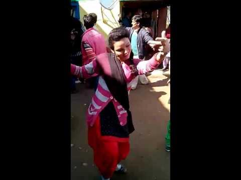 Roondi lagi ye reshmiye song Dancing by pahari Himachali Girls.