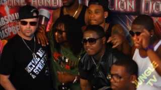 #JungleTV St. Louis Chics Half Naked Wit Ass In The Club (shot by Familia Films)