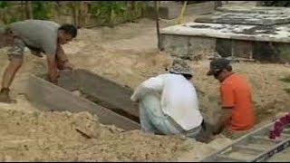 Les fossoyeurs préparent la tombe de Johnny à Saint Barthélemy