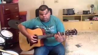 Clayton Queiroz Tocando Violão Em Sua Casa